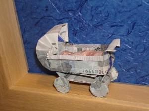 Geldgeschenk Origami-Kinderwagen