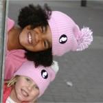 Leuchtbommelmuetze in rosa